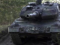 Extreme! Mit Niels-Peter Jensen Staffel 01 Folge 4: David vs. Goliath - Das Panzer-Rennen