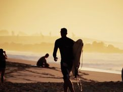 """Who is JOB Staffel 1 Folge 4: """"Freesurfing at Pipe"""""""