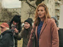 Frau Jordan stellt gleich Staffel 01 Folge 2: Nazis und Neuwahlen